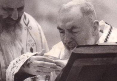 Hábito que usó Padre Pío al recibir los estigmas irá a la tierra de San Francisco