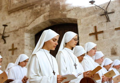 Frutos de la adoración perpetua: Teresa comienza el noviciado