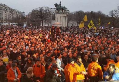 La Ola celeste llegó a Francia: 50 mil marcharon por la vida en París