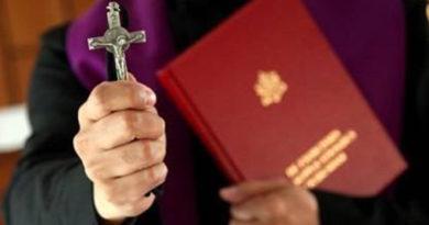 La otra cara del exorcista: el trabajo espiritual con las víctimas que va más allá de las posesiones