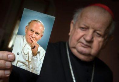 Dziwisz sale en defensa de Juan Pablo II