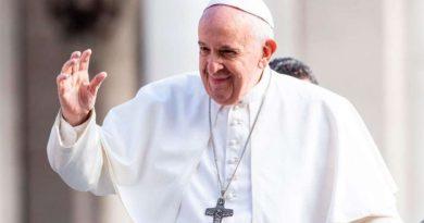 """El Papa no ha prohibido ni la misa en latín ni """"de espaldas"""""""