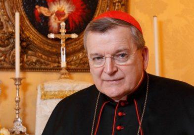 Cardenal Burke sigue mejorando tras covid-19 y alienta a rezar el Santo Rosario